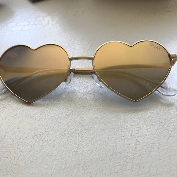 "68e2aa48203 Quay Sunglasses ""Heartbreaker"". M 5ae3a61f739d4820ea6f66a5"